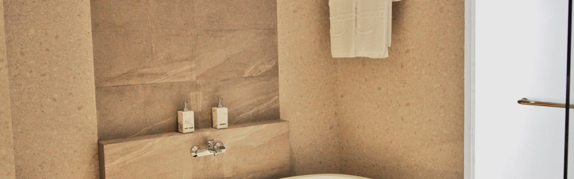 Capital Hotel Suite Bathroom